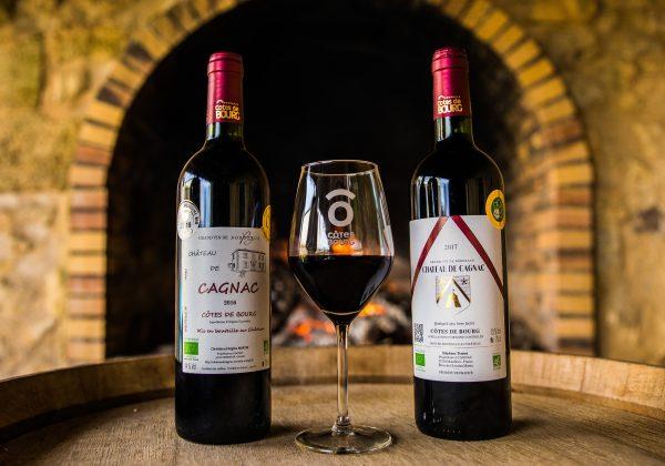 Chateau Cagnac - Deux bouteilles et un verre de vin